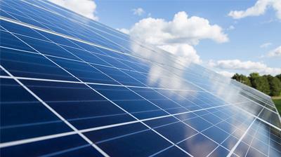 Aurinkopaneelien testaus